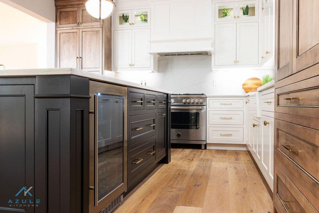 Decorative Kitchen Island With White Cabinets