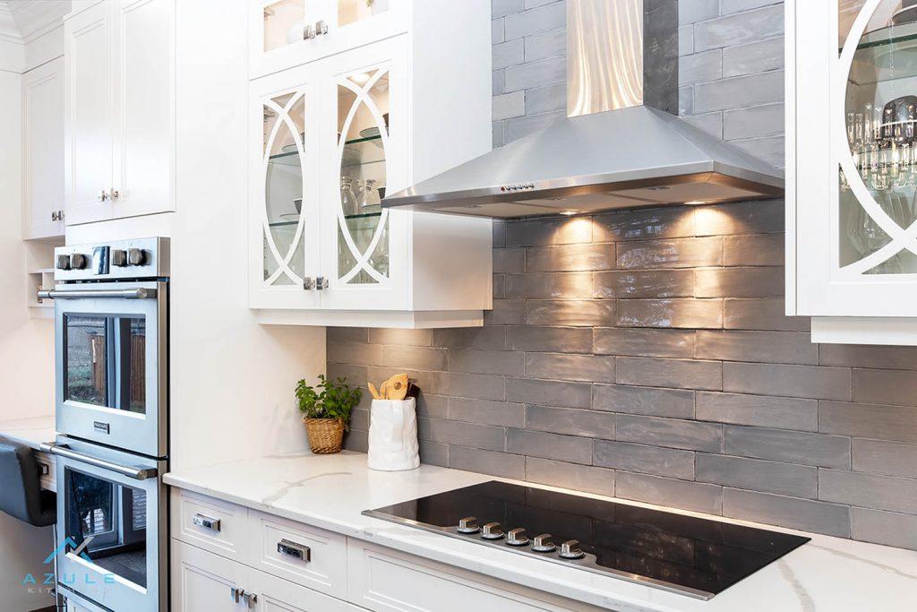 Transitional Kitchen Design On Hamilton Mountain