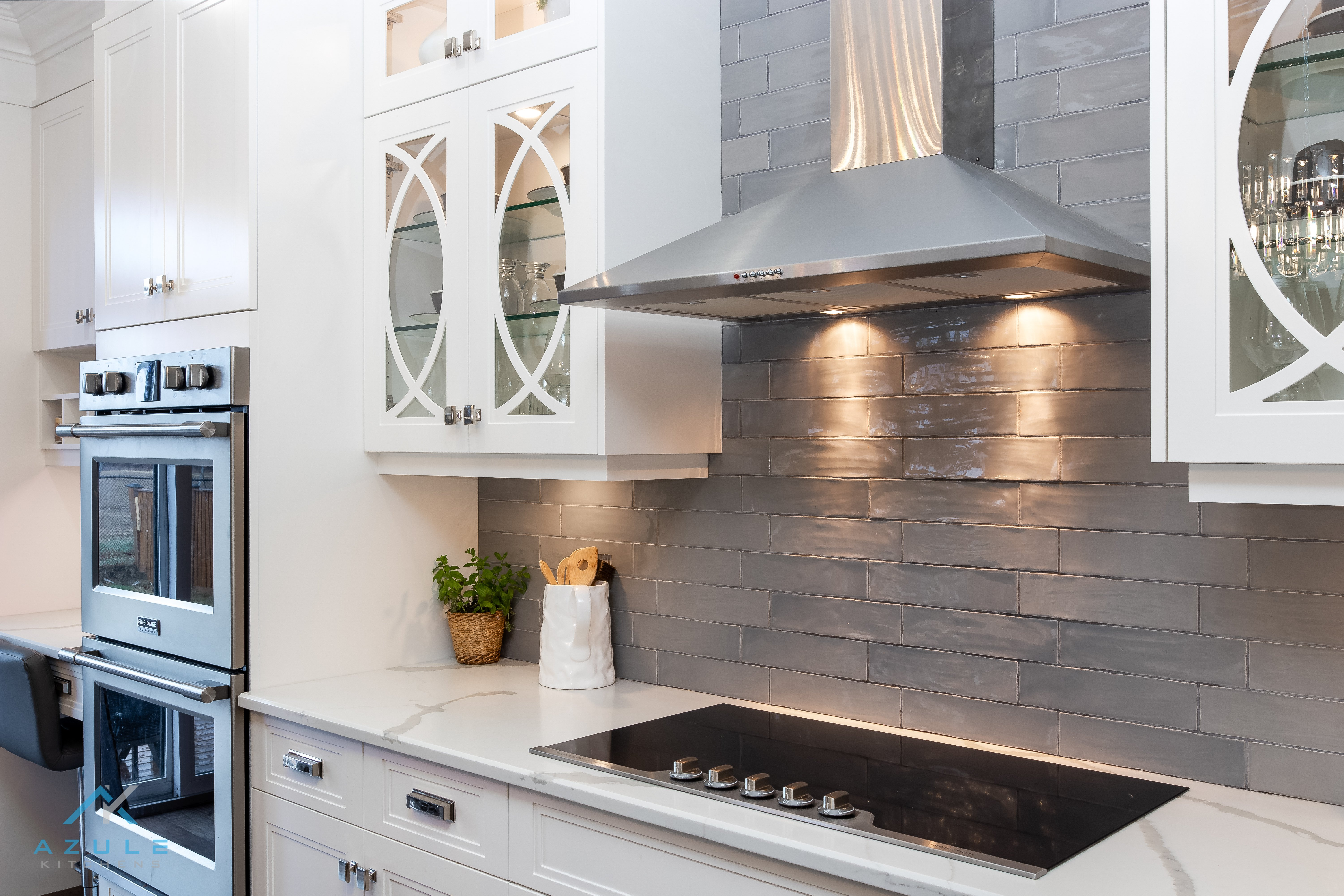 Azule Kitchens – Kitchen Cabinets and Open Shelving to Improve Kitchen Décor